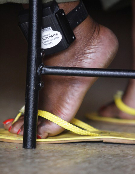 Evelyn, a Haitian immigrant, wears a permanent tracking device while she awaits a decision from Immigration and Customs Enforcement officials on whether she will be deported back to Haiti or allowed to stay with her 5-year-old daughter, who was born in the U.S. – Photo: Sandra C. Roa, New York Times Institute
