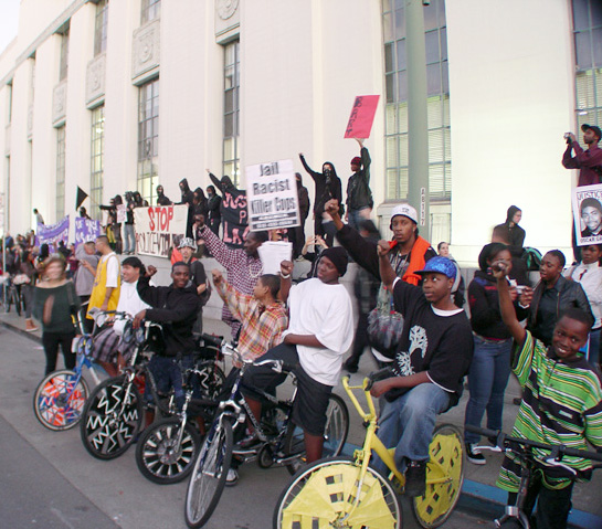 oakland-rebellion-scraper-bike-kids-at-courthouse-011409-by-dave-id-indybay, A badge is not a license to murder: Make sure the murderer Mehserle is charged with murder, Local News & Views