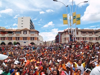 Anti-government protesters fill the streets in the capital of Madagascar, Antananarivo. – Photo: IRIN