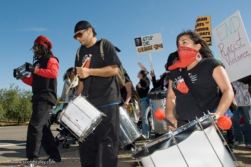 The powerful drumbeat of Loco Bloco reminded everyone inside and outside the razor wire of the power of the people to fight for freedom. – Photo: Scott Braley