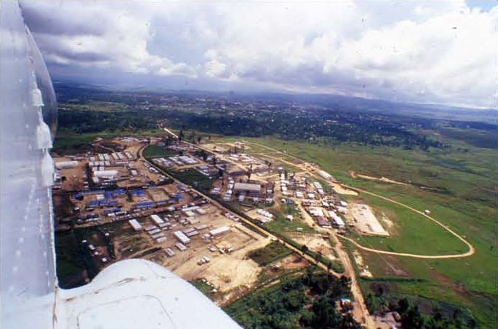 In 2006, a MONUC helicopter gunship approaches the MONUC base in Bunia, Orientale Province, on the border besieged by Ugandan interests and Western oil companies connected to mercenary firms. – Photo: Keith Harmon Snow
