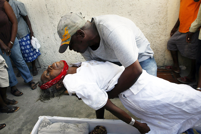 Haiti-earthquake-mother-died-lack-of-timely-care-012110-by-Carolyn-Cole-LA-Times-web, Are they that sick? Did U.S. weather weapon destroy Haiti?, World News & Views