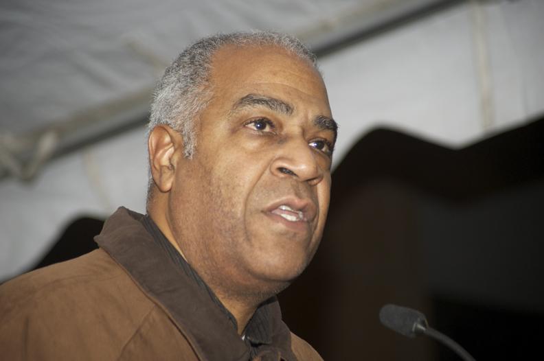 Haiti-earthquake-victims-vigil-Pierre-Labossiere-speaks-Oakland-Fed-Bldg-011810-by-Kamau-web, Earthquake in Haiti: Under Aristide, Haitians were prepared for disaster, World News & Views