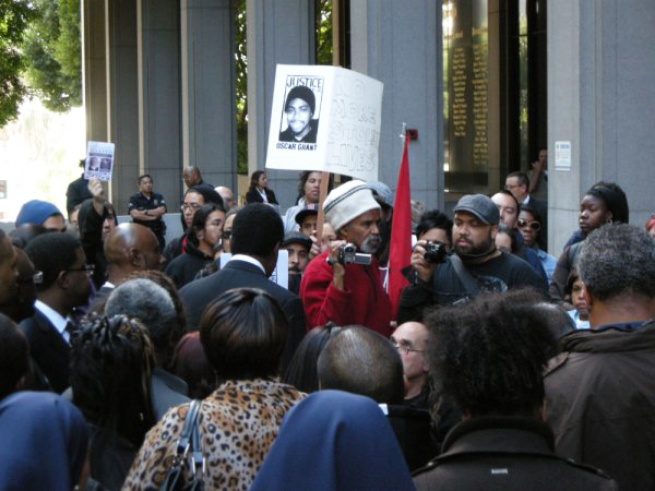 Oscar-Grant-Mehserle-trial-rally-crowd-LA-010810-by-Lesley-Tiyesha-Phillips, Court hearing in Los Angeles for BART cop murderer of Oscar Grant, National News & Views