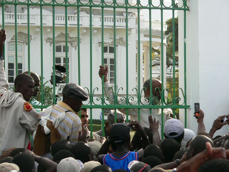 Haiti-earthquake-Pres.-Preval-crowd-at-Palace-013110-by-Flavia-Cherry, Haiti from the front lines: Genocide by omission, World News & Views