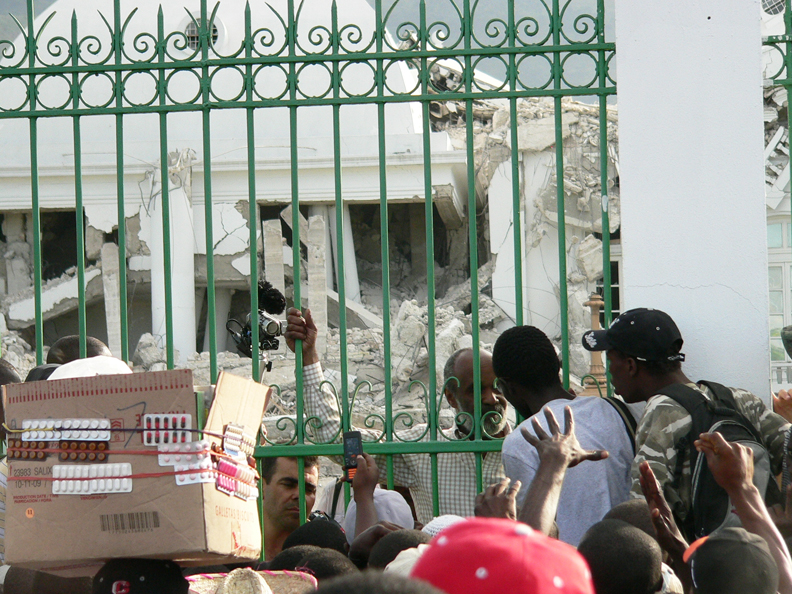 Haiti-earthquake-Pres.-Preval-crowd-at-Palace-2-013110-by-Flavia-Cherry, Haiti from the front lines: Genocide by omission, World News & Views