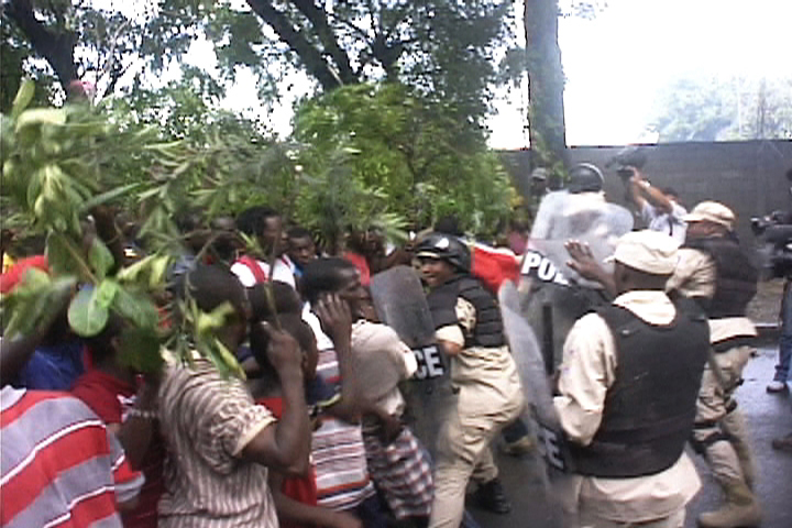 Haiti-earthquake-demonstrators-clash-with-Haitian-police-021110-by-HIP, Protesters clash with police following rain in Haiti, World News & Views