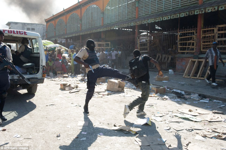 Haiti-earthquake-police-kick-looter-downtown-PAP-011910-by-AFP-Getty1, Haiti! ... in one form or another, Culture Currents