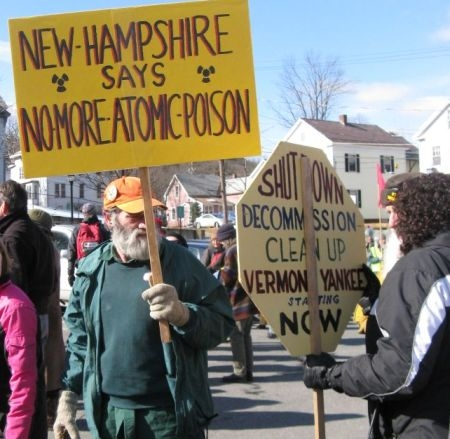 Vermont-Yankee-anti-nuke-protesters-from-3-states-Brattleboro-022110-by-Susan-Keese-VPR, Leaking Vermont Yankee nuclear power plant shutdown ordered as Obama pledges $50 billion for nuclear power, National News & Views