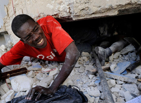 Haiti-earthquake-teacher-struggles-to-escape-collapsed-school-0110-by-Carol-Guzy-Wash-Post, Haiti: 'Disaster capitalism on steroids', World News & Views