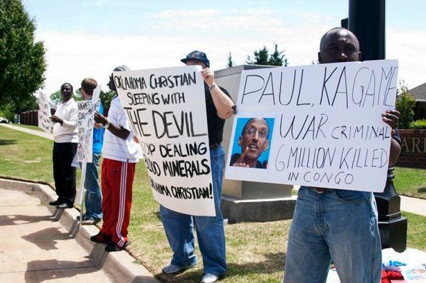 Anti-Kagame-protest-at-Oklahoma-Christian-University-signs-re-Congo-war-crimes-043010-by-Kendall-Brown1, Lawsuit alleges Rwandan President Kagame's guilt in Rwanda Genocide and Congo War, World News & Views