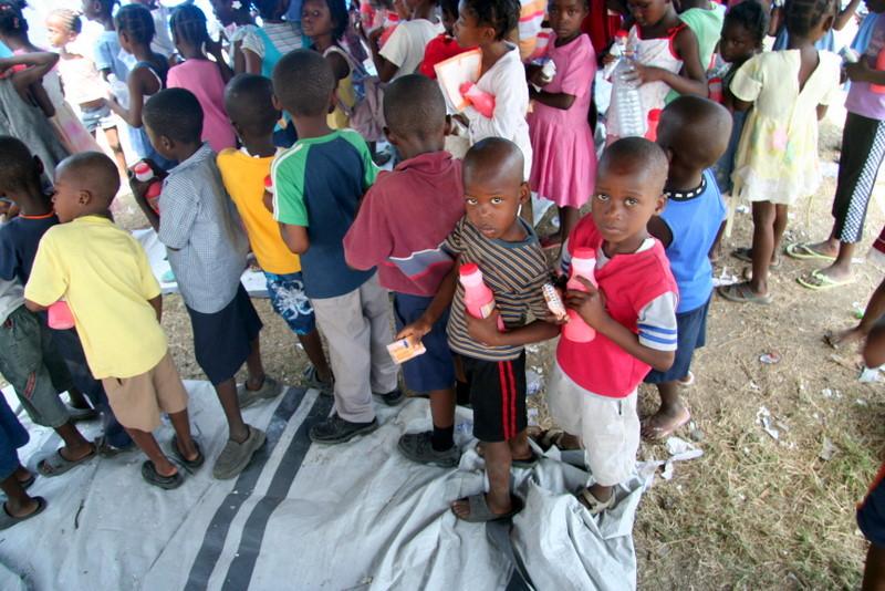 Haiti-earthquake-Aristide-Found.-mobile-school-0410-21, Haiti: Mobile schools in the earthquake zone, World News & Views
