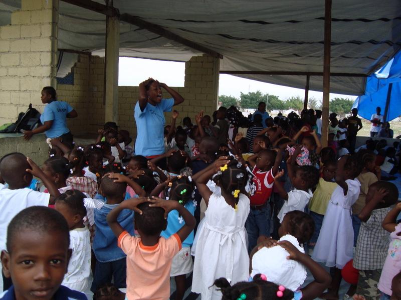 Haiti-earthquake-Aristide-Found.-mobile-school-0410, Haiti: Mobile schools in the earthquake zone, World News & Views