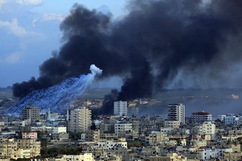 gaza-city-smoke-rises-white-phosporous-falls-011109-by-wissam-nassar-maan-images, Willy Pete vs. slingshots, World News & Views