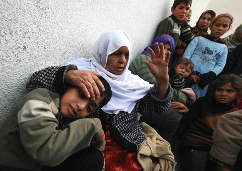 Displaced Palestinian families from the northern Gaza Strip who survived an Israeli attack on a U.N. school where they were seeking refuge take refuge yet again, on Jan. 17, at a hospital in the Jabilya refugee camp. – Photo: Wissam Nassar, MaanImages