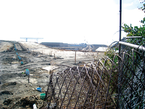 Asbestos-laced toxic dust swirls into the homes and schools on the other side of this fence whenever the wind blows on Lennar's massive worksite at the Hunters Point Shipyard. – Photo: Francisco Da Costa