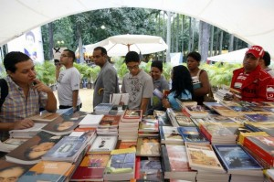 venezuela-international-book-fair-caracas-111608-300x199, Democratic socialism moves forward in Venezuela, World News & Views